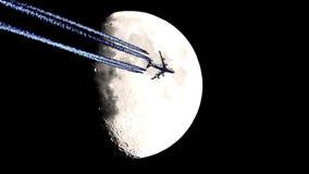 Demi-lune et avion, laps de temps d'†d'avion à réaction «, mouvement banque de vidéos