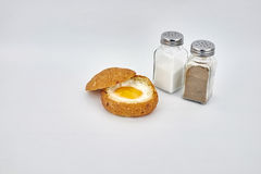 Demi oeuf à la coque et pain image libre de droits
