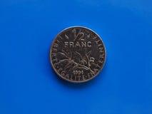 Demi pièce de monnaie de franc, France au-dessus de bleu Photos stock