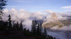 Demi sierra Nevada Mountains Yosemite de dôme de composition verticale Images stock