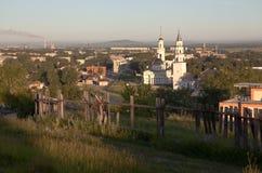 Demidov inclinava la torre e la trasfigurazione della cattedrale del salvatore Nevyansk La Russia Immagini Stock