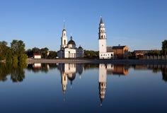Demidov-Neigungsturm und die Spaso-Preobrazhenskykathedrale Nevyansk Russland Lizenzfreies Stockbild