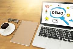 DEMO Demo Preview Ideal Trial Ideal y Demo Preview imagenes de archivo