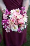 Demoiselle d'honneur avec le bouquet Photo libre de droits