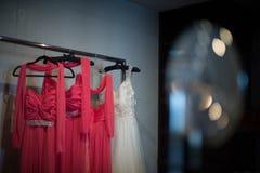 Demoiselles d'honneur de robe de jeune mariée de mariage photos stock