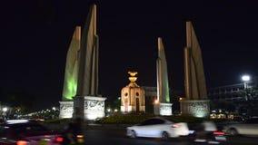 Demokratie-Monument in Bangkok-Nacht thailand stock video footage