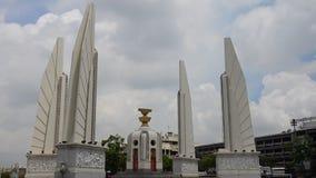 Demokratie-Monument ist ein allgemeines Monument in der Mitte von Bangkok, Hauptstadt von Thailand stock footage