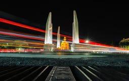 Demokratimonumentet är en offentlig monument i centrera av Bangkok, huvudstad av Thailand royaltyfri bild