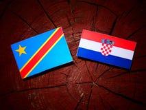 Demokratiska republiken Kongo flagga med den kroatiska flaggan på en tr Arkivbild