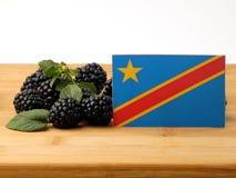 Demokratiska republiken Kongo flagga på en träpanel med bla Arkivbilder