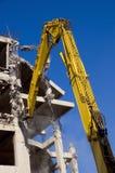 Demolição com máquinas escavadoras Fotografia de Stock