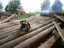 A demolição da casa velha imagens de stock