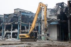 Demolição da construção velha da fábrica - Polônia Fotos de Stock Royalty Free