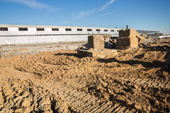 Demolição de uma construção da fábrica Fotos de Stock