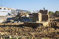 Demolição de uma construção da fábrica Imagens de Stock Royalty Free