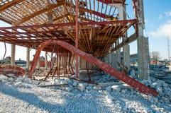Demolição de uma construção industrial velha Fotografia de Stock