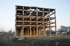 Demolição de uma construção velha da fábrica Imagens de Stock Royalty Free