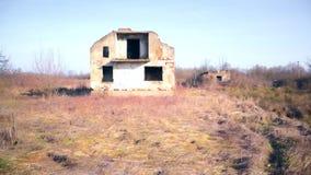 Demolió una casa grande en la guerra metrajes