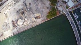 Demolición aérea 2 del edificio almacen de metraje de vídeo