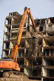 Demolición de un bloque de apartamentos Fotografía de archivo libre de regalías