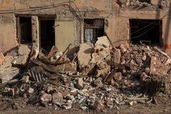 Demolición de un edificio de apartamentos foto de archivo