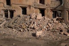 Demolición de un edificio de apartamentos fotografía de archivo
