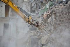 Demolición de una casa Fotos de archivo libres de regalías