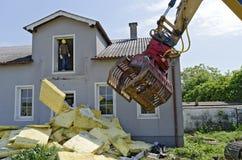 Demolición de una casa residencial Foto de archivo