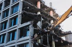 Demolición del trabajo sobre un edificio Fotos de archivo