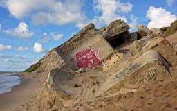 Demolierte sovjet Bunker auf der Küste der Ostsee bei Karosta Stockfoto