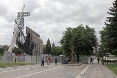 """Demolierung der Jahre des Monuments """"1300 von Bulgariaâ€- nahe durch NDK in Sofia, Bulgarien †""""am 4. Juli 2017 Kommunistisch stockbilder"""