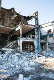Demolierung des alten Fabrikgebäudes Stockbilder