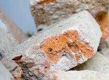 Demolierung des Hauses mit alten Ziegelsteinen Stockfotografie