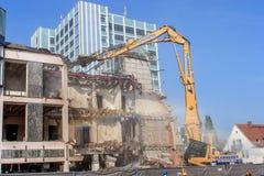 Demolierung eines Bankgebäude Deutschen Sparkasse in Bayreuth Stockbilder