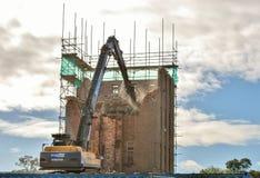 Demolierung eines Krankenhaus-Gebäudes Lizenzfreies Stockbild