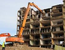 Demolierung eines Wohnblocks Stockbild