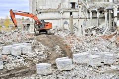 Demolierung und Abbau der Reste des großen industri Stockbild