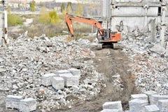Demolierung und Abbau der Reste des großen industri Lizenzfreie Stockbilder