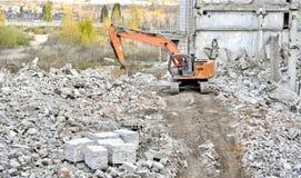 Demolierung und Abbau der Reste des großen industri Lizenzfreies Stockbild