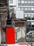 Demolierung und Freigabe eines Altbaus Stockbilder
