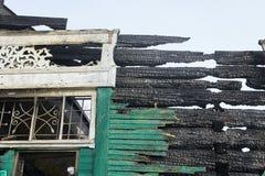 Demolierungshaus unter Verwendung des Baggers in der Stadt Wiederaufbau des Prozesses Entfernen Sie Ausrüstung lizenzfreie stockfotografie