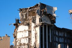 Demolished destructed ruínas da construção fotografia de stock