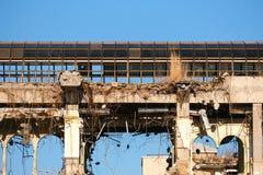 Demolished destructed ruínas da construção foto de stock