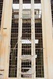 Demolished destruiu a fachada industrial da ruína imagens de stock royalty free