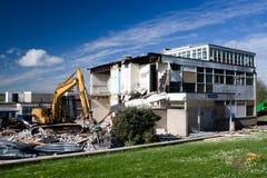 Demolisher e edifício Imagens de Stock