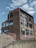 Demolizione commerical abbandonata abbandonata dell'edificio per uffici Fotografie Stock Libere da Diritti