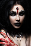 Demon dziewczyna z pociskiem w głowie i jej gardła cięciu Wizerunek dla Halloween Obraz Stock
