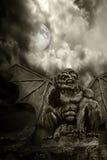 demon jest pełna księżyc noc Halloween. obrazy stock