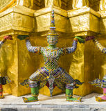 Demonbeschermer ondersteunend Wat Arun Temple, Bangkok, Thailand royalty-vrije stock foto's