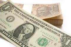 Demonetisation индийского INR валюты против поднимая значения американского доллара USD стоковая фотография